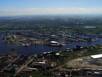 Морской порт Калининград Порт Калининград связан контейнерными линиями с портами Голландии Англии Германии Польши Литвы Финляндии и Швеции Порт имеет железнодорожные и